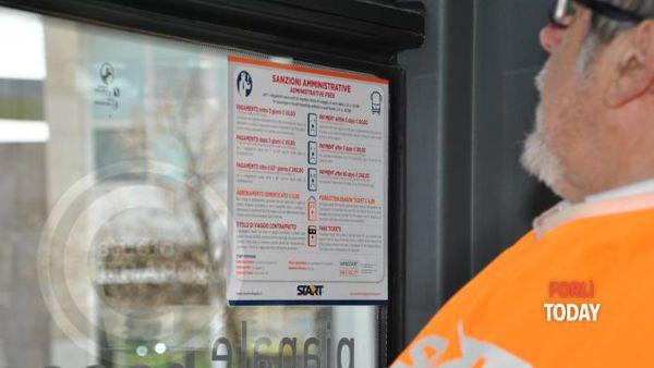 Controlli sugli autobus (Foto Alessandra Salieri)